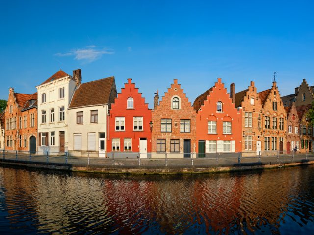 https://www.mycheapremovals.co.uk/wp-content/uploads/2019/01/canal-and-old-houses-bruges-brugge-belgium-LSMUXKR-640x480.jpg