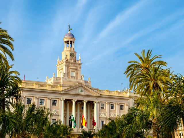 https://www.mycheapremovals.co.uk/wp-content/uploads/2019/01/city-hall-of-cadiz-spain-P6M65FV-640x480.jpg