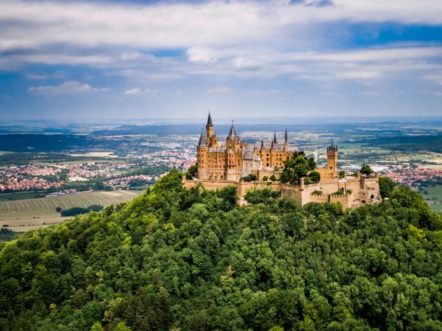 https://www.mycheapremovals.co.uk/wp-content/uploads/2019/01/hohenzollern-castle-germany-PRAP4AH-640x480.jpg