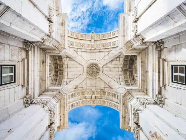 https://www.mycheapremovals.co.uk/wp-content/uploads/2019/01/lisbon-portugal-commerce-plaza-arch-V3MGNJK-640x480.jpg