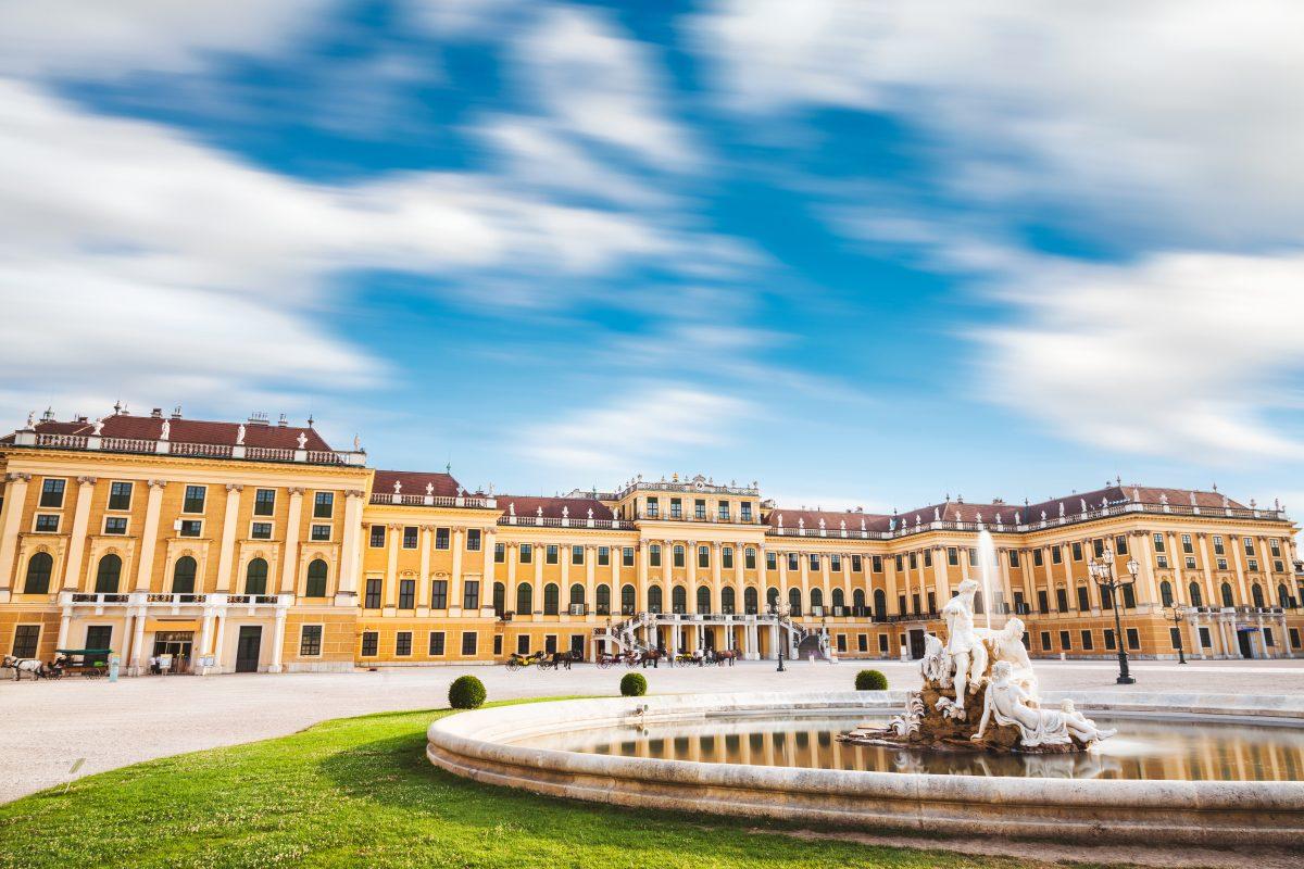 schonbrunn-palace-in-vienna-austria-PEG8UD3-1200x800.jpg