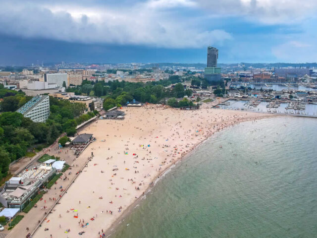 https://www.mycheapremovals.co.uk/wp-content/uploads/2021/03/Polish_coastline-640x480.jpg